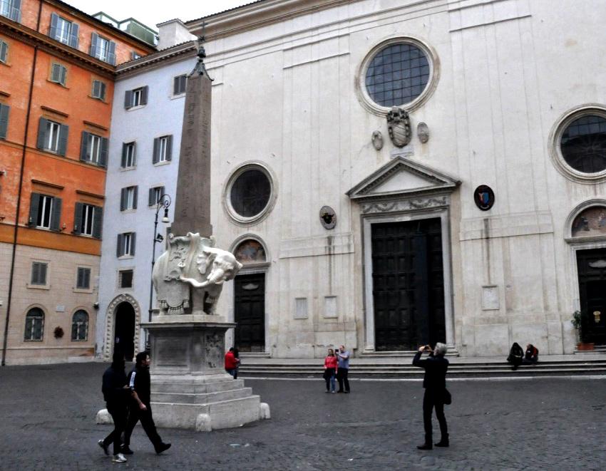 Obelisco do elefante, Gian Lorenzo Bernini.